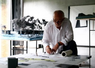 Švicarski arhitekt Peter Zumthor je na svečanoj dodijeli u Londonu dobio Royal Gold Medal RIBA-e za životno djelo.