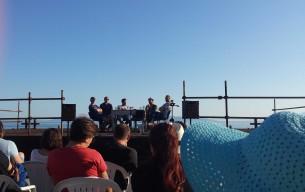 Jučerašnja javna tribina pod nazivom 'Politika korištenja javnog prostora'' održana je na plaži Grčevo koja je okupila, uz zatečene kupače i stotinjak slušača.
